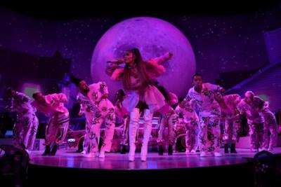 RECENSIE. Een 'grande dame' op de groei: Ariana Grande toont veel talent, maar weinig emotie in Sportpaleis