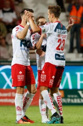 Strafschop in spektakelrijk slot zorgt voor billijk gelijkspel tussen KV Kortrijk en KV Oostende
