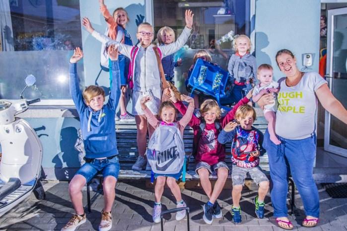 """Onze reporter maakte de ochtendrush van de eerste schooldag mee in een gezin met 10 kinderen: """"Te laat komen? Nog nooit gebeurd"""""""