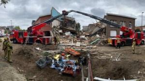 Drie huizen ingestort bij zware explosie in Wilrijk: drie personen van onder puin gehaald, speurhonden zoeken naar laatste vermiste