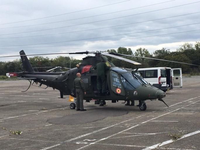 Gevechtshelikopter moet landing maken op parking na technische storing