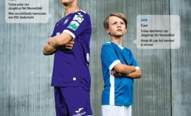 Jeugdcup Het Nieuwsblad : krijgt de beker uit handen van Yari Verschaeren