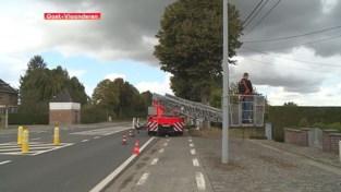 VIDEO. Mobiele sluis moet vrachtwagens uit dorpskernen houden in Vlaamse Ardennen