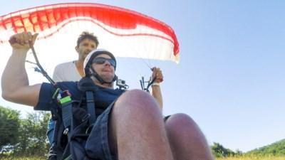 """Agent Pieter raakte verlamd door politiekogel, nu laat Koen Wauters zijn droom uitkomen: """"Ik vloog, in mijn rolstoel"""""""