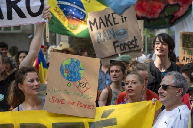 "Braziliaanse ambassade in Brussel beklad met verf: ""Bolsonaro = ecocide"""
