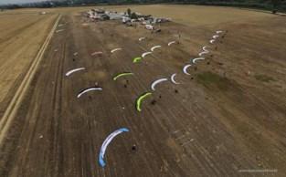 Record op grote hoogte als ultiem eerbetoon aan paramotorpilote Lydia (32)