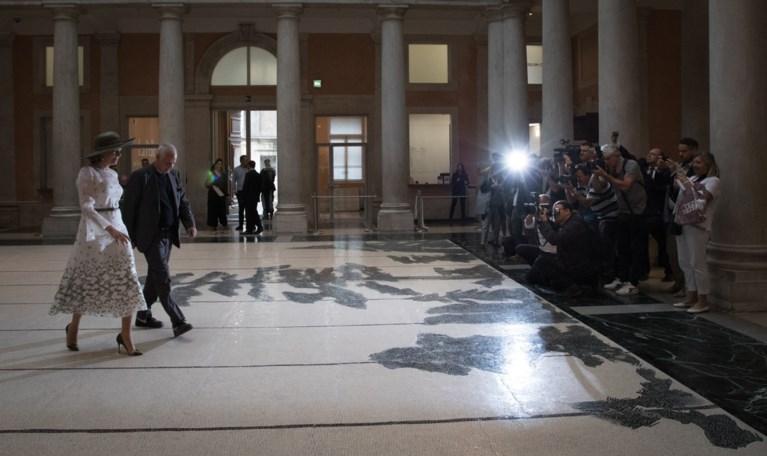 Koningin Mathilde en Luc Tuymans bezoeken Biënnale van Venetië