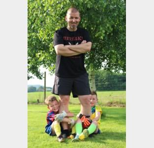 """Overleden voetbalfanaat Gert (46) krijgt postuum verjaardagsfeest:  """"Dit was zijn leven"""
