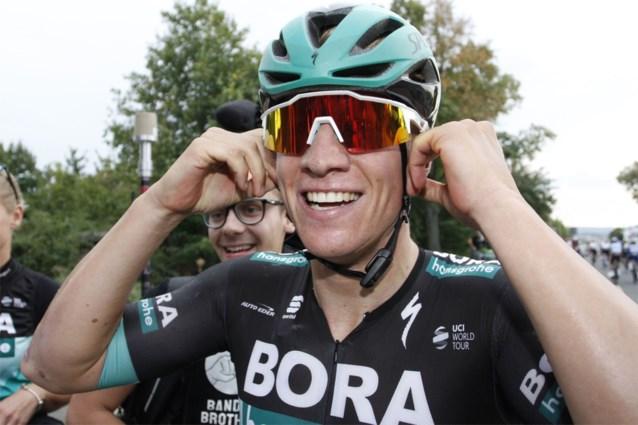 Ackermann sprint voor neus van Philipsen naar tiende seizoenszege