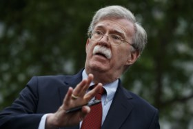 Donald Trump ontslaat nationaal veiligheidsadviseur John Bolton, maar die heeft andere versie van de feiten