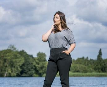 """Sharon (27) wereldwijd gevraagd als model: """"Ik ben trots op mijn billen en borsten. Ze mogen gezien worden"""""""