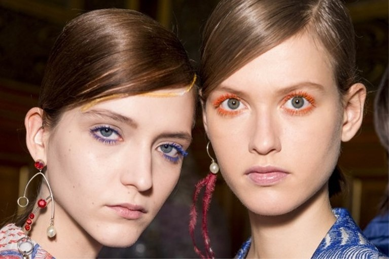 Bruine mascara maakt een comeback
