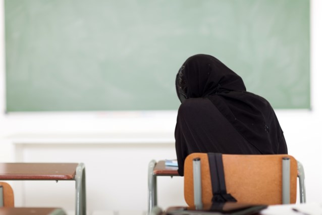 """Ophef in Nederland om salafistische scholen: """"Kinderen moeten invullen wat juiste straf is: zweepslagen, stenigen of doden met zwaard?"""""""