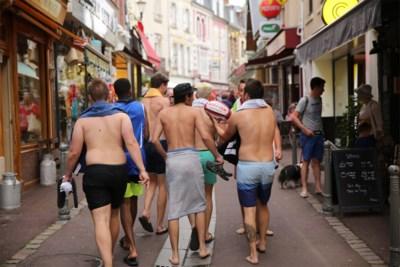 """De strijd van het mondaine Knokke tegen de blote buik: """"In onderbroek op straat: dat kan toch niet?"""""""