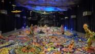 Japanse kunstenaar maakt 'Jurassic Plastic' uit weggegooid speelgoed
