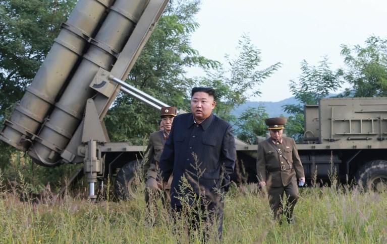 """Noord-Koreaanse leider Kim leidt test """"supergrote raketwerper"""""""