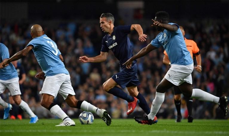 50.000 fans sluiten Vincent Kompany laatste keer in de armen voor afscheidsmatch bij Manchester City
