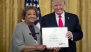 """""""Held"""" van schietpartij El Paso blijkt over alles te hebben gelogen: moeder neemt oorkonde in ontvangst, terwijl Chris wordt opgepakt in het Witte Huis"""