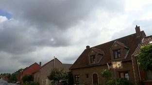 VIDEO. Al maanden waterlek in Kruisstraat in Everberg en dus dreigt de weg weer te verzakken