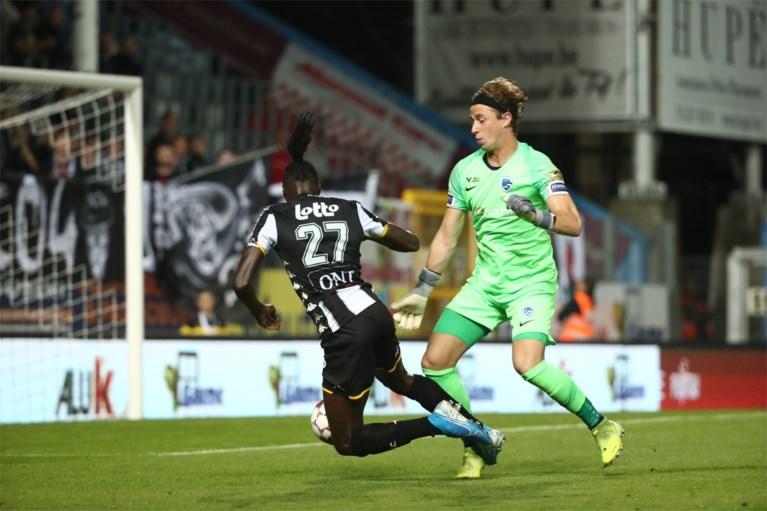Dit is de dé fase uit Charleroi-Racing Genk: Limburgers claimen penalty, maar krijgen seconden later zelf vederlichte strafschop tegen