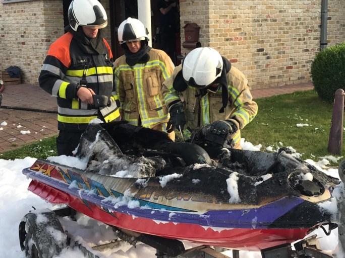 Dertiger loopt brandwonden op in het gezicht nadat jetski plots vlam vat