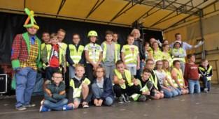 FOTO. Jeugdauteur Marc De Bel luidt met 350 schoolkinderen de alarmbel tegen pesten