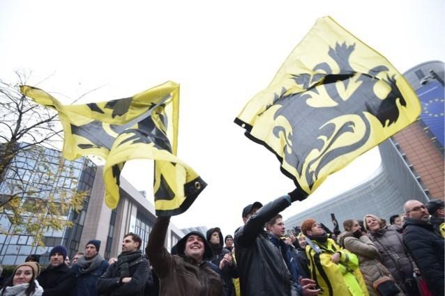 Verbod op extreemrechtse mars dat geen gehoor vindt, belangrijke voetbalmatch en dan nog een parade: Brusselse politie houdt zich klaar
