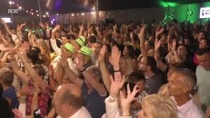 VIDEO. Tweeduizend schlagerfans genieten van Nederlandstalige volksmuziek met onder meer Willy Sommers en Sam Gooris