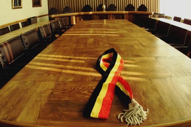 N-VA wil af van tricolore sjerpen voor burgemeesters: Vlaamse identiteit moet duidelijker