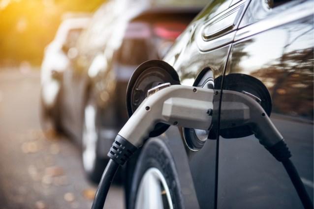Eén Belg op de zes wil elektrische auto