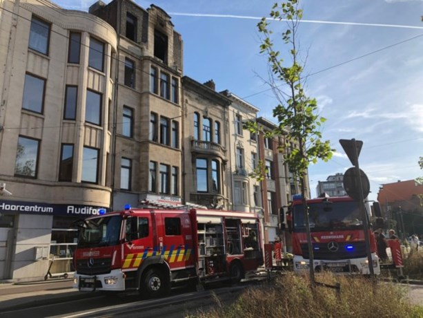 Appartementsgebouw op Turnhoutsebaan tijdelijk onbewoonbaar na uitslaande brand