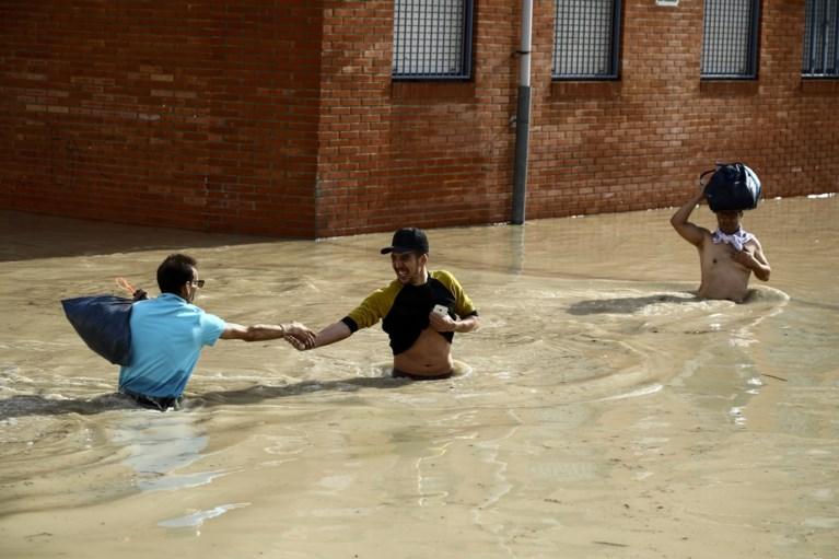 Campings en woonwijk ontruimd wegens noodweer in Spanje, Nederlanders vermist