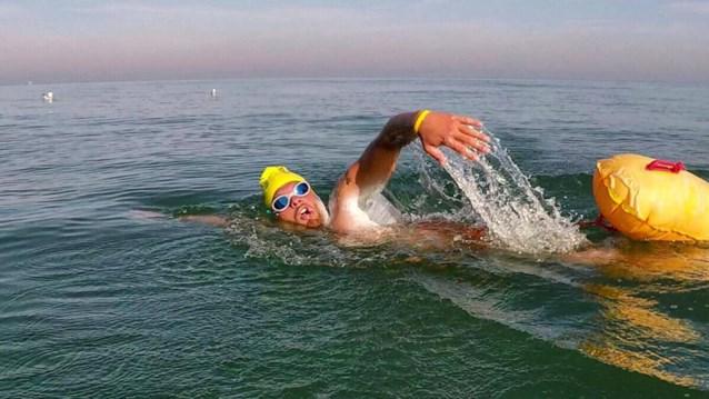 Bredenaar zwemt Kanaal over