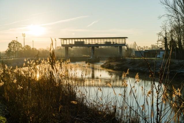 Fietsers en wandelaars kunnen twee maanden niet over brug aan stuw Nekkerspoel