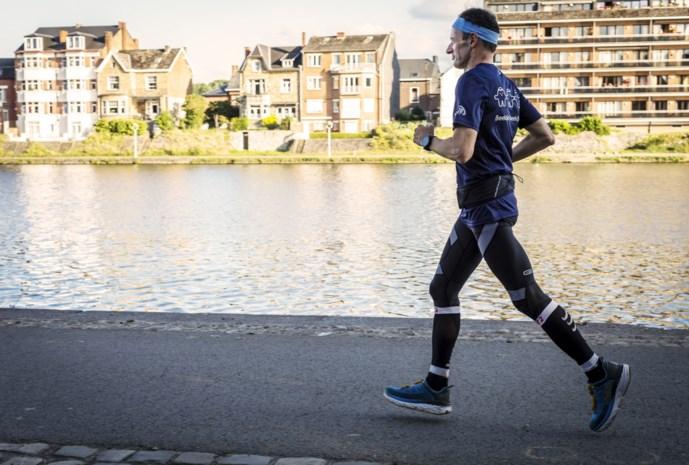 Kankeronderzoeker Johan Swinnen opnieuw aan sportieve missie voor goede doel begonnen: 70 tot 100 km lopen per dag voor wie vecht tegen kanker