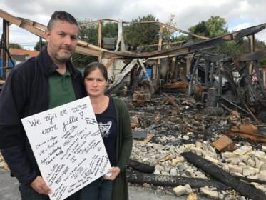 """Familie en vrienden organiseren benefiet voor koppel dat levenswerk in vlammen zag opgaan: """"Het klopt echt: in nood ken je je vrienden"""""""