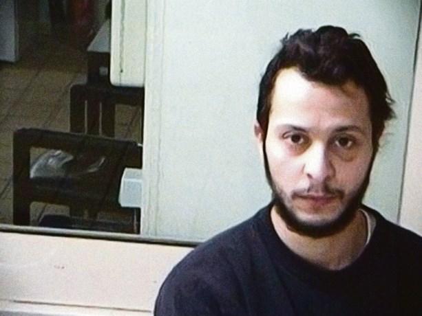 """De """"aantrekkingskracht"""" van Salah Abdeslam achter de tralies: post van verliefde vrouwen en dreigementen aan zijn zus"""
