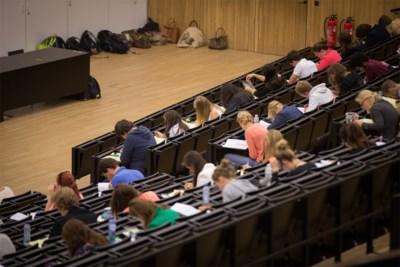 """Na zes weken al examens: UGent hoopt dat studenten door """"schokeffect"""" vroeger in actie schieten"""