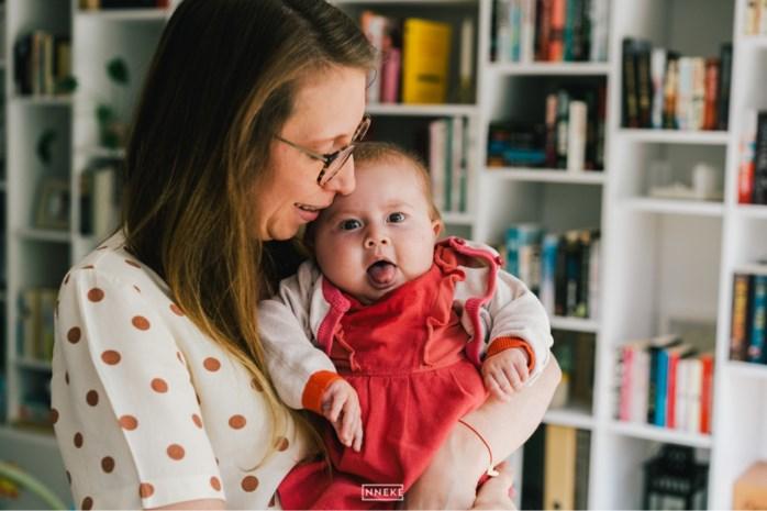 Al 600.000 Vlamingen stuurden sms voor baby Pia, maar hoe kan haar levensreddend medicijn zo duur zijn? En kan de overheid écht niks doen?