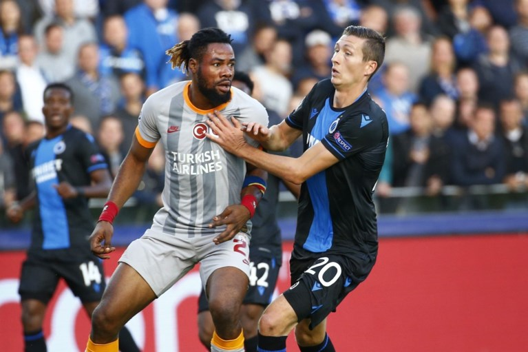 """REACTIES. Philippe Clement: """"Ik begrijp niet dat die penalty niet gefloten wordt"""""""