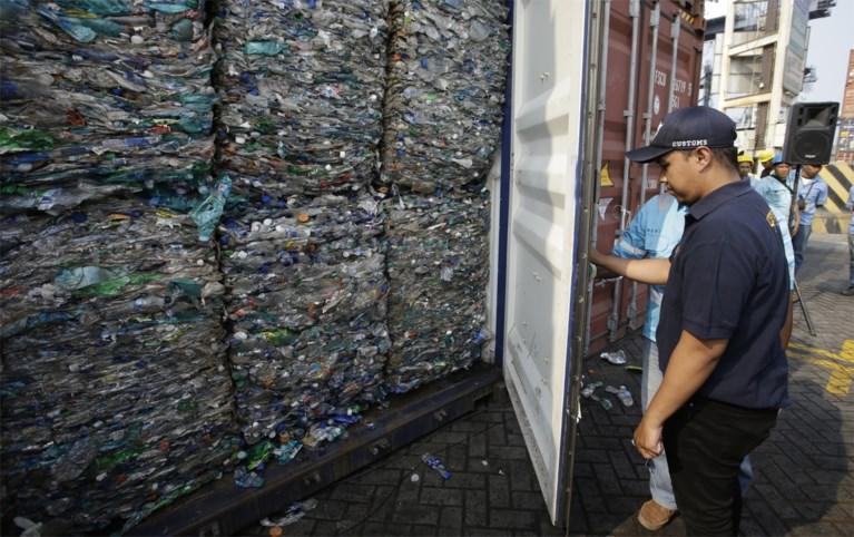 Indonesië stuurt 142 containers vol giftig eb plastic afval terug naar de VS, Spanje, Australië en Verenigd Koninkrijk