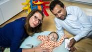 """Ouders van baby Pia hopen nog dit jaar levensreddend spuitje toe te dienen: """"Het zou het perfecte kerstcadeau zijn"""""""