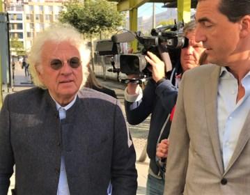Uroloog Bo Coolsaet verschijnt met rollator voor de rechter: procureur vraagt vrijspraak ondanks drie nieuwe klachten