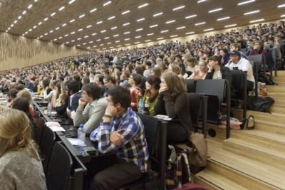 Universiteiten jagen studenten de aula uit: gemeenschapsdienst doen in ruil voor punten