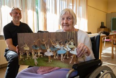 """Yvonne (91) kan haar kunstwerken tentoonstellen dankzij unieke therapie: """"Als we haar penseel niet wegnemen, vergeet ze te eten"""""""