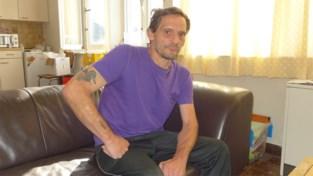 """Pechvogel Rino (55) opnieuw thuis na derde ongeval: """"Overweeg om abonnement in ziekenhuis te nemen"""""""