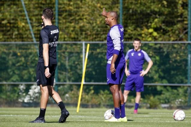 CLUBNIEUWS. Kompany in spelerstenue op training, STVV maakt werk van contracten