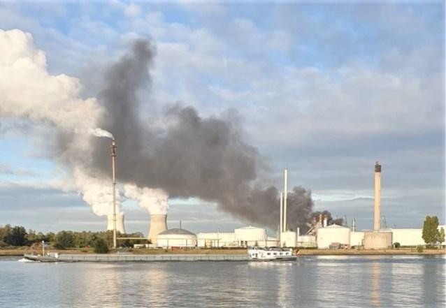 Brand in petroleumbedrijf in Antwerpse haven: 100-tal werknemers geëvacueerd
