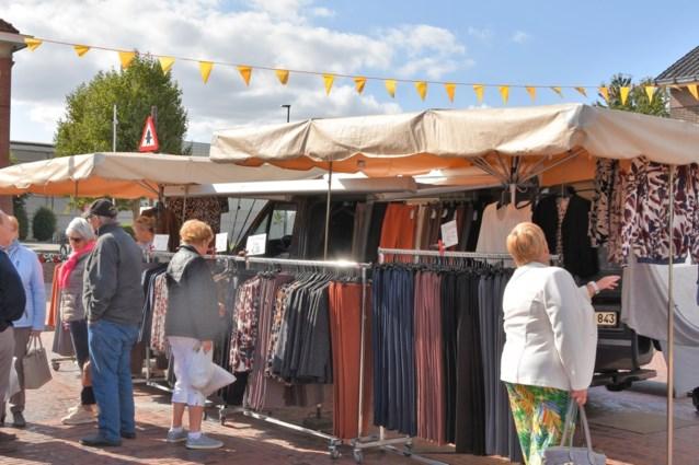Nederlands praten op de markt in Asse, of kraam verdwijnt