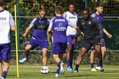 Waarom Anderlecht nieuwe spits wellicht nog niet laat starten tegen Club Brugge: druk op Roofe is nu al enorm